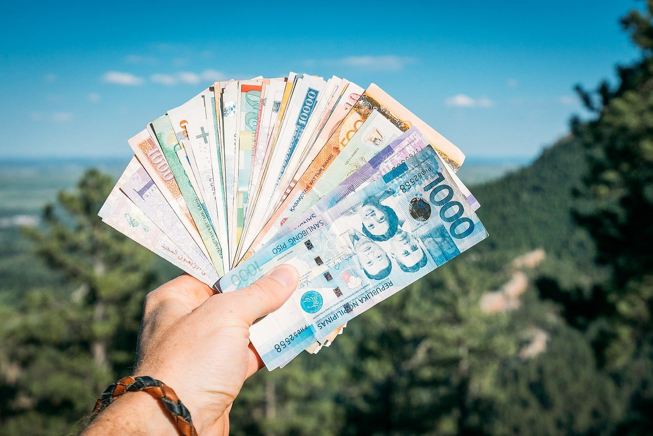 14 TIPS FOR A FINANCIAL SAVING ON YOUR TRIP
